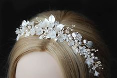 FLORES floral wedding crown in silver 1 Bridal Tiara, Headpiece Wedding, Bridal Headpieces, Bridal Earrings, Gold Wedding Crowns, Drop Veil, Metal Headbands, Swarovski Pearls, Bridal Looks