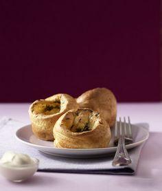 Rezept für Thymian-Yorkshire-Pudding bei Essen und Trinken. Und weitere Rezepte in den Kategorien Eier, Kräuter, Milch + Milchprodukte, Vorspeise, Beilage, Party, Fingerfood / Snack, Backen, Britisch.
