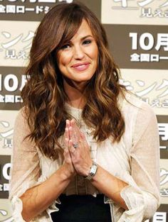 Jennifer Garner - wavy hair coupled with a fabulous side fringe