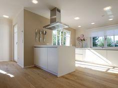 Bodenfarbe, weiße Küche und Wandfarbe!