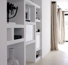Living Room / Built-ins - Home Page Built In Shelves, Built Ins, White Shelves, Home Living Room, Living Spaces, Muebles Living, Style At Home, Home Fashion, Home Design