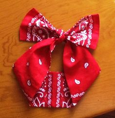 These bandana bow wraps give you 2 different looks in 1! One side shows more print and the other is scattered paisley.  These super cute, super versatile wraps can be tied and worn in many different ways! You can fold lengthwise to make the wrap narrower while keeping the same full look of the ...