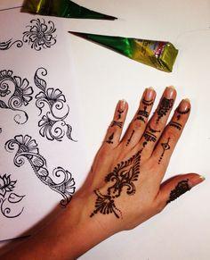 Напоминаю, что также рисую на теле Индийской Хной (МЕХЕНДИ) и открыт набор в группы в авторскую школу Мехенди Mehndi ~ Henna Tattoo, Кто желает украсить своё тело сакральными узорами и цветочным традиционным орнаментом? Временные био-тату натуральной Индийской хной, Менди/Мехенди~ Также порадуйте подарком своих подруг,  СЕРТИФИКАТ на рисунок хной, или на мастер класс в авторскую Школу МЕХЕНДИ (также записывайтесь в новые группы на обучение !!!) Приходите, буду рада подарить творческое…