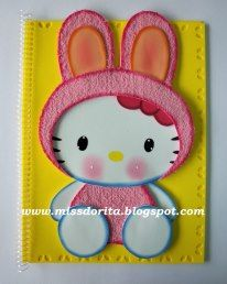 MOLDES CADERNOS DECORADOS BY MISS DORITA Hello Kitty Crafts, Diy And Crafts, Crafts For Kids, Baby Memories, Paper Piecing Patterns, Planner, Holiday Cards, Baby Shower, Drawings