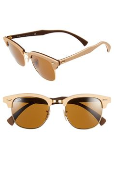 The wooden browline, and gold details give the classic silhouette of these Ray-Bans an updated, contemporary look perfect for fall.