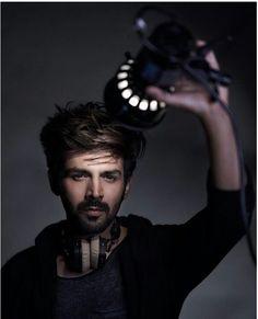 Karthik Aryan - Versatile actor in Bollywood Bollywood Images, Bollywood Couples, Bollywood Stars, Bollywood Fashion, Indian Celebrities, Bollywood Celebrities, Bollywood Actress, Handsome Actors, Cute Actors