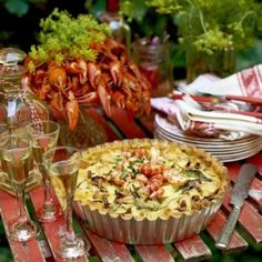 Kalaspaj med kantareller Swedish Cuisine, Crawfish Party, Swedish Recipes, Fish And Seafood, Pasta Salad, Food And Drink, Dinner Recipes, Cooking, Breakfast
