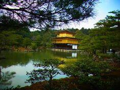 Temple du Pavillon d'or (Kinkaku-ji) (Kyoto) - TripAdvisor Kyoto Japan, How To Take Photos, Travel Pictures, Trip Advisor, Travel Inspiration, Places To Go, Around The Worlds, Green Garden, Arquitetura