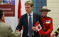 Over 200,000 immigrants become Canadian citizens in 2014 so far