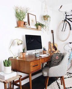Nosso pinterest está cheio de ideias para home office. Vai lá! foto via @newdarlings