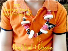 Healthy snack necklaces using dried fruit and cheerios. No mess! #diy #healthy #kids #treats #craft #fruit #activities