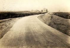 1928 - São Paulo-Santo Amaro, auto-estrada (atual avenida Santo Amaro) sob pavimentação, trecho de concreto.