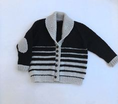 Black & Tan Shawl Baby Cardigan, The perfect roomy sweater weather cardigan. The striped pattern was inspired by my comfy beer; black and tan with its graduated melting of colors. Baby Boy Knitting Patterns, Baby Sweater Patterns, Baby Cardigan Knitting Pattern, Knitting For Kids, Black Cardigan, Knit Cardigan, Sweater Weather, Pull Bebe, Baby Pullover