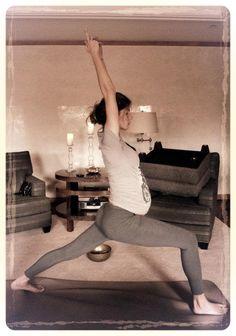Gisele Bundchen doing yoga | gisele bundchen gravida filha vivian