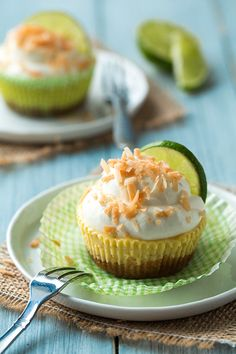 coconut key lime pie cupcakes - creamy, tangy, refreshingly delicious and perfect for summer.