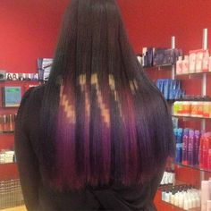 We're at Chicago's Red 7 Salon and checking out @phildoeshair's Pixelated Haircolor class. @phildoeshair created this #pixelatedhair on existing #oilslick color #haircolor #hairinspiration #color