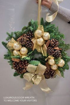 Christmas wreaths & arrangements by Jane Packer at the Country Living Magazine Christmas Fair | Flowerona