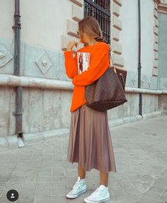 Louis Vuitton Neverfull Mm, Midi Skirt, Autumn Fashion, Normcore, Skirts, How To Wear, Pants, Street Style, Clothes