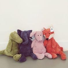 Retro knuffels van het merk Jellycat. Gemaakt van zachte ribstof en een echte eyecatcher in de kinderkamer!