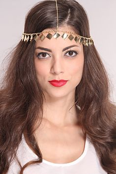 Glam up your look with this stylish head chain! Its sure to zazz up any outfit for any occasion! Make sure to add this to your collection, it definitely is a must have!