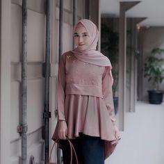 Abaya Fashion, Muslim Fashion, Skirt Fashion, Fashion Dresses, Kebaya Dress, Hijab Dress, Dress Outfits, Model Kebaya, Hijab Fashionista