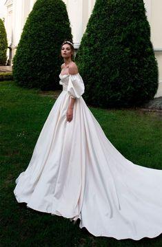 Off the shoulder sweetheart neckline ball gown a line wedding dress chapel train #weddinggowns #weddingdresses #wedding #bride #weddingdress #weddinggown