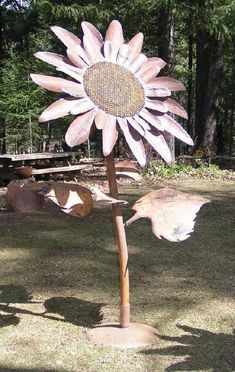 This new metal Sunflower sculpture is over seven feet tall. All of the giant sunflower sculptures have removable bases and leaves for shipping. Metal Yard Art, Metal Tree Wall Art, Scrap Metal Art, Metal Artwork, Garden Art, Garden Totems, Garden Ideas, Garden Whimsy, Garden Junk