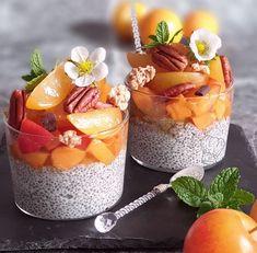 Pudding de Chia Abricot et Prune   Gourmandise Assia Desserts Sains, Cafe Food, Chia Pudding, Milkshake, Panna Cotta, Clean Eating, Brunch, Lunch Box, Low Carb