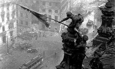 """@osfergo: """"2 de mayo de 1945, cae Berlín ante las tropas soviéticas. Las tropas alemanas se rinden también en Italia."""" vía Twitter"""
