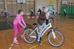 Kreatywność uczniów z Bożegopola nie zna granic! Uczniowie mogli zaplanować WF według swojego pomysłu. Były gry zespołowe, ale również jazda na rolkach, rowerze i deskorolce.