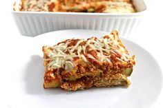 Skinny Zucchini Parmesan - 7 WW Smart Points: If you love eggplant parmesan, you'll surely love this! It's easy-to-prep and absolutely delicious. Now is the perfect time to try this since it's zucchini season and the supermar… Ww Recipes, Low Carb Recipes, Cooking Recipes, Healthy Recipes, Cleaning Recipes, Skinny Recipes, Kitchen Recipes, Bread Recipes, Vegetables