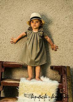 Elegancka i szykowana tweedowa sukienka. Do kupienia na: mail: knocknock.fashion@gmail.com fb: https://www.facebook.com/pages/knock-knock-fashion/230430617163127?ref=hl instagram: http://instagram.com/knock_knockfashion#  #kidsfashion #modadladzieci #fashionkids #modnedziecko