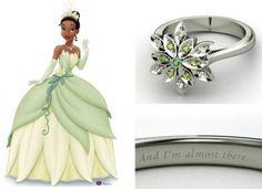 Um degradé de verdes com turmalina e ametistas formam a flor do anel inspirado na princesa Tiana