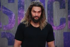 Pin for Later: Jason Momoa et Henry Cavill S'éclatent Sur le Tapis Rouge