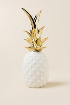 The Bloomingville - White and Gold Pineapple is a ceramic pineapple figurine that is perfect for displaying on a shelf, desk, or tv/night stand! Gold Room Decor, Gold Rooms, Gold Bedroom, Bedroom Decor, Comfy Bedroom, Luxury Interior Design, Home Interior, Pineapple Room Decor, Pinapple Decor