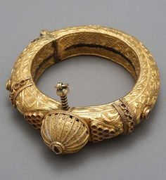 Western India | Gold anklet | Bhuj, 1880s | ©Islamic Arts Museum, Malaysia