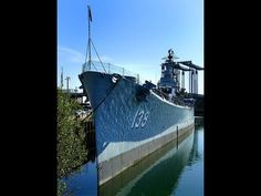 The third USS Salem (CA-139) is one of three Des Moines-class heavy cruisers completed for the United States Navy shortly after World War II - English Uss Salem, Heavy Cruiser, United States Navy, Tower Bridge, World War Ii, Third, English, Travel, World War Two