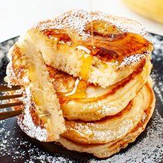 Placki jogurtowe z bananem (robić z 1/2: bez cukru i oleju, 4 tb mąki i 1/2 tsp proszku,1/2 banana wmieszać w ciasto) Apple Pie, Pancakes, Vegetarian Recipes, French Toast, Snacks, Vegan, Cooking, Breakfast, Sweet