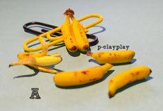 Polymer clay miniature bananas (1/12 th). Bananas de arcilla polimerica en miniatura (escala 1:12).