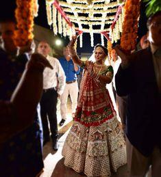 Latest Bridal Lehenga, Designer Bridal Lehenga, Indian Bridal Lehenga, Indian Gowns, Indian Bridal Photos, Indian Bridal Outfits, Indian Bridal Wear, Indian Designer Outfits, Lehenga Designs Simple