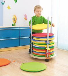 Bunte und praktische #Sitzkissen mit stabiler Metallöse zum Aufräumen. https://shop.wehrfritz.de/de_DE/Sitzkissen-Sitzsaecke-and-Sitzkissen-Krippe-and-Kindergarten/p/099525_1?zg=krippe_kindergarten&ref_id=60847  #Krippe #platzsparend #Kinder