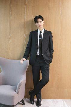 Boleh saya duduk disitu unnu :v Handsome Korean Actors, Handsome Boys, Kim Myungsoo, Park Jin Woo, Cha Eunwoo Astro, Lee Dong Min, Korean Boys Ulzzang, Cute Asian Guys, Kdrama Actors