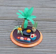 Quilled Miniature Garden   docrafts.com Quilling 3d, Quilling Flowers, Vintage Dollhouse, Flower Pots, Dollhouse Miniatures, 3 D, Garden Design, Artisan, Paper Crafts
