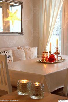 punainen,joulu,tyynyt,h&m home,h&m home tyyny,kynttilät,ruokailutila,peili,keittiö