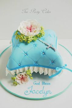 1st communion cake. Would also work for baptism or confirmation. Found on the facebook page for Tea Party Cakes