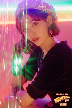 Kpop Girl Groups, Korean Girl Groups, Kpop Girls, 80s Aesthetic, Aesthetic Photo, Mini Albums, Yebin Dia, Kpop Entertainment, Rodney Smith