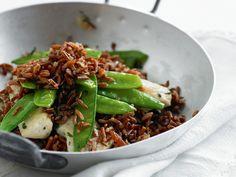 Reispfanne mit Kefen und Poulet