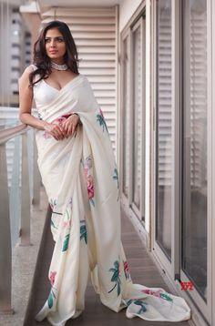 Trendy Sarees, Stylish Sarees, Sari Bluse, Indian Bridesmaid Dresses, Bridesmaid Saree, Wedding Dresses, Tattoo Bauch, Sarees For Girls, Party Wear Sarees Online