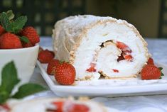 Summer Berry Meringue Roulade seems fancy, but it's one of the easiest desserts you can make for a summertime treat. Raspberry Roulade, Raspberry Meringue, Meringue Roulade, Summer Berries, Pavlova, Easy Desserts, Vanilla Cake, Cake Decorating, Healthy Eating