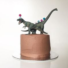 My beautiful Rixy turns 4 tomorrow and starts our roll of birthdays. He's going to die when he sees his cake. I got the cool dinosaurs from @oh.ivy and I've chosen different animal themes for all 3 of the boys. Such a simple idea to pimp up a cake! X